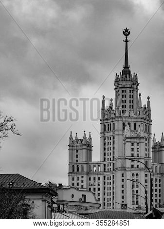 High-rise Landmark Residential Building On Kotelnicheskaya Embankment At Yauza In 1938-1952 In Mosco