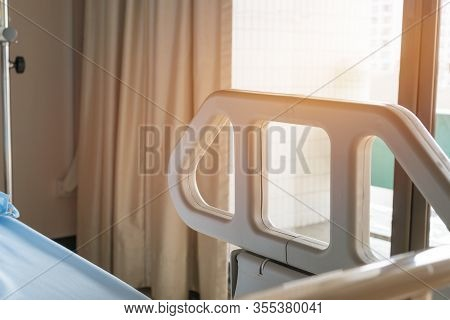 Side Rails Protection Patient In Hospital Bed, Empty Beds With Medical Equipment Comfortable For Sic