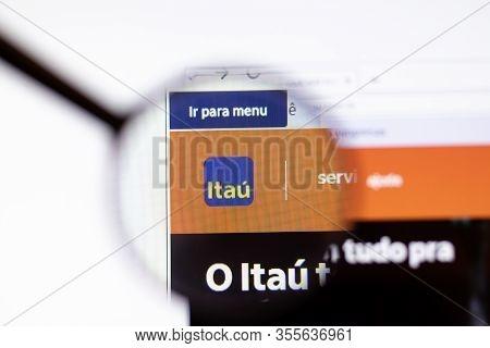 Los Angeles, California, Usa - 15 March 2020: Itau Unibanco Holding Icon On Website Page. Itau.com.b