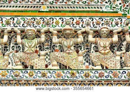 Bangkok, Th - Dec. 12: Wat Arun God Figures On December 12, 2016 In Bangkok, Thailand. Wat Arun Or T