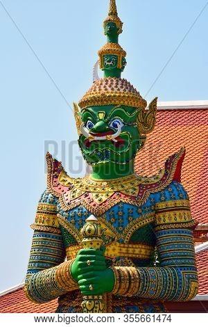 Bangkok, Th - Dec. 12: Wat Arun Guardian Figure On December 12, 2016 In Bangkok, Thailand. Wat Arun