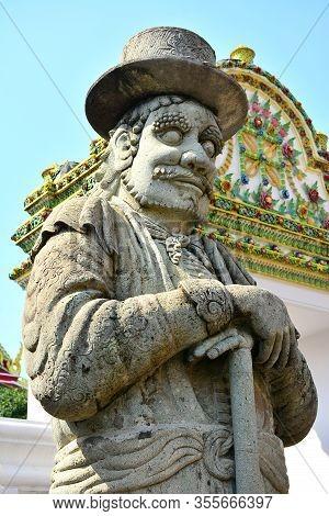 Bangkok, Th - Dec. 12: Wat Pho Guardian Statue On December 12, 2016 In Bangkok, Thailand. Wat Pho Is