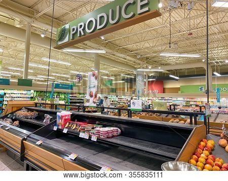 Orlando, Fl/usa-3/14//20: Empty Produce Department Shelves At A Publix Grocery Store Due To The Peop