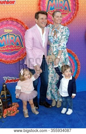 LOS ANGELES - MAR 7:  Kym Johnson, Robert Herjavec, daughter Haven, son Hudson at the Premiere Of Disney Junior's