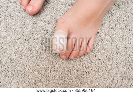 Kid Teenager Bare Foot With A Bandage On A Toe, Wounded Injured Toe Or Ingrown Nail First Aid .