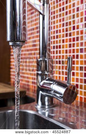 Kitchen Faucet Flowing