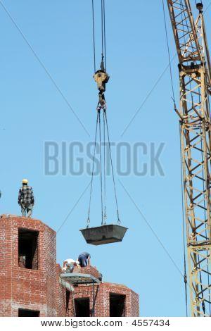 Lifting-crane To Raise A Bricks