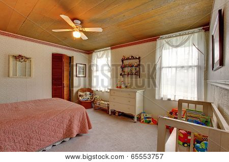 Old Fashioned House Interior Kids Room