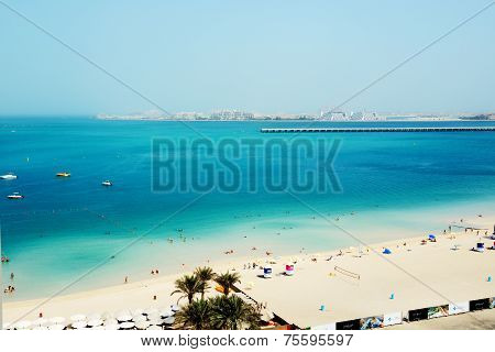 Dubai, Uae - September 11: The Tourists Enjoying Their Vacation At Luxury Hotel On September 11, 201