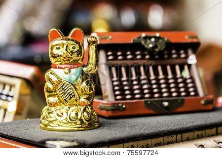 Golden Japanese Lucky Cat