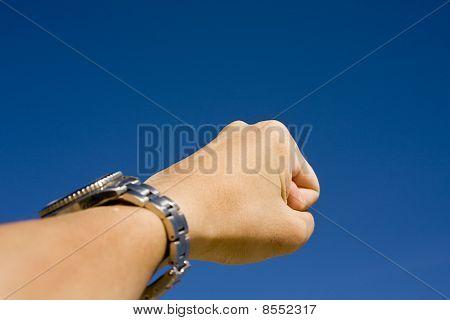 Hand On Sky,show Challenge Spirit
