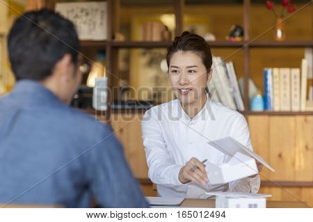 A young Japanese businesswoman is meeting with a client.