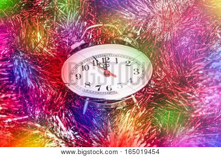 New Year Tinsel Hours