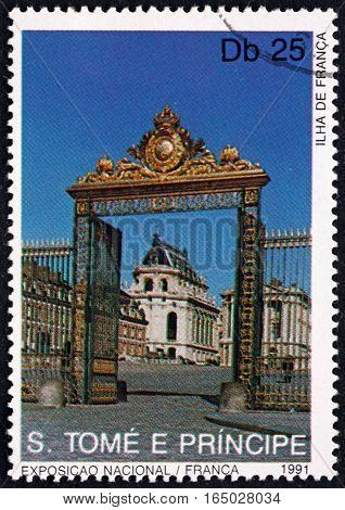 SAO TOME AND PRINCIPE - CIRCA 1991: a stamp printed in Sao Tome and Principe shows Ile de France Landmarks of France circa 1991