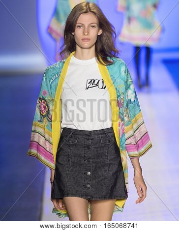 Desigual - Rehearsal - Spring 2017 Collection