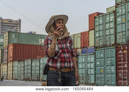 supervisor checking containers data , supervisor worker.