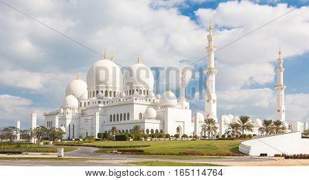 View of Sheikh Zayed Grand Mosque in Abu Dhabi, United Arab Emirates.