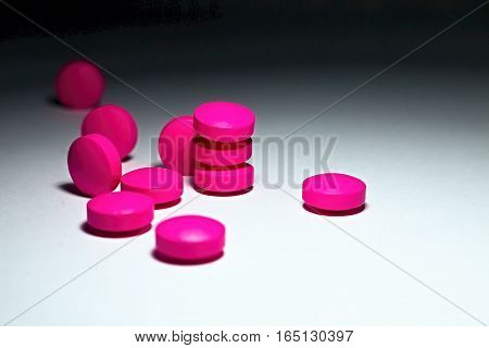 Pain tablets to help the sick and the symptoms of cold and flu.