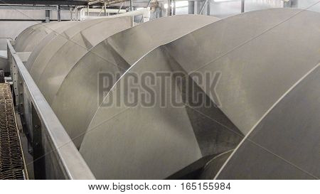 Big screw conveyor in the production of meat