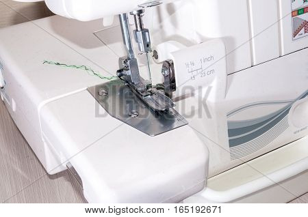 The sewing machine buttonhole clothing a edge