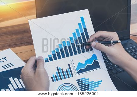 Business Technology Concept,business People Discussing The Charts And Graphs