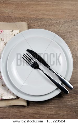 Dining etiquette - I still eat Finished position. Fork and knife signals with location of cutlery set