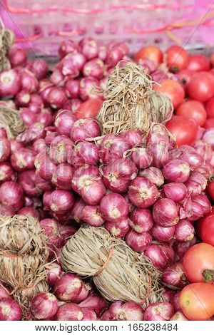 fresh shallots in the market for cooking