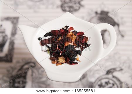 Decaffeinated tea from a mixture of dried fruit and plants
