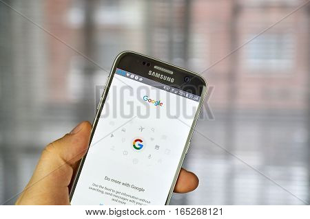 MONTREAL CANADA - DECEMBER 23 2016 : Google logo and application page on Samsung S7 screen.