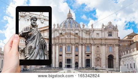Tourist Photographs St Peter Statue In Vatican