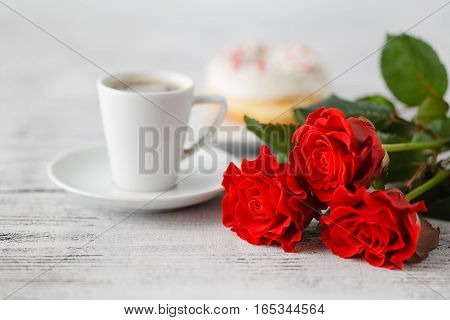 Small gift for special occasion day with red roses