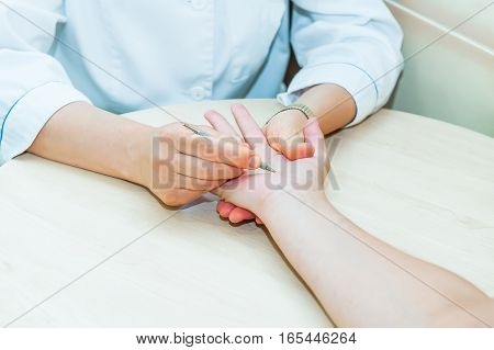 Acupressure. Therapist Doing Healing Treatment Treatment On Woman's Hand . Alternative Medicine, Pai