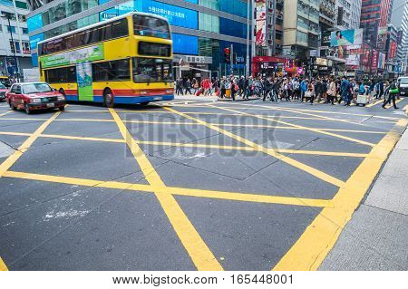 Hong Kong China - 26 Mars 2015: Crowded street view with traffic and people crossing street.