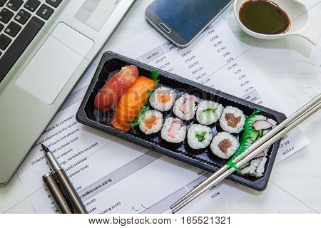 sushi lunch box for eat at the oficce