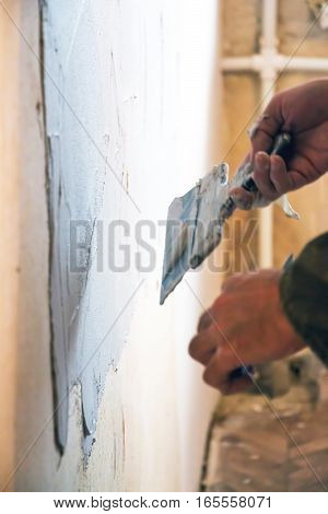 Man plastering wall in room with spatula 3