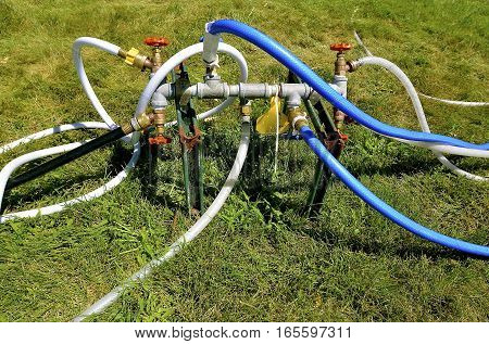 Multiple hoses are connected to an underground water source