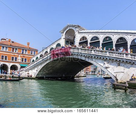 Tourists At The Rialto Bridge In Venice