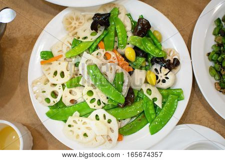 Fried Lotus Root With Chinese Bean、garlic And Almonds
