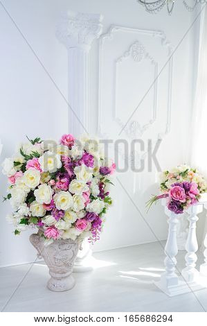 beautiful decoration of flowers in the interior.