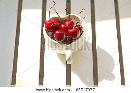 Cherries Chile In Heart-shaped Mug On Wood .