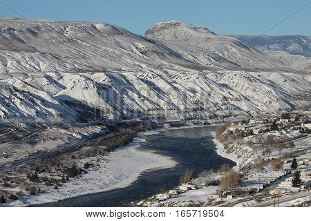 South Thompson river - winter nature scenic