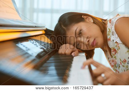 Beautiful Vietnamese woman has no inspiration to create new melody