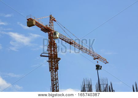 Construction Crane Hoisting Cement Bucket Mixer Pouring