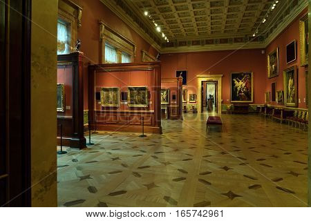 Saint Petersburg, Russia - December 25, 2016: Tourists Visiting Rubens Hall With Exhibition Of Jan F