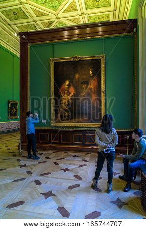Saint Petersburg, Russia - December 25, 2016: Tourists Looking At The Picture By Rembrandt Van Rijn