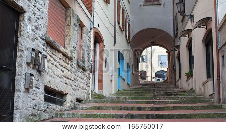 Stairs up and the arch between the houses.