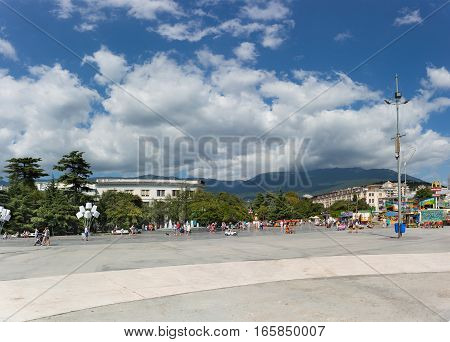 YALTA CRIMEA RUSSIA - SEPTEMBER 12.2016: Embankment and Lenin Square