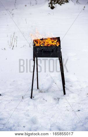 Fire preparation for the barbecue in winter