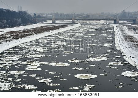 Ice on the river worth in Poznan