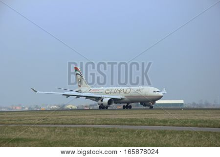 March 24th 2015 Amsterdam Schiphol Airport A6-EYT Etihad Airways Airbus A330-200 landing on Polderbaan Runway
